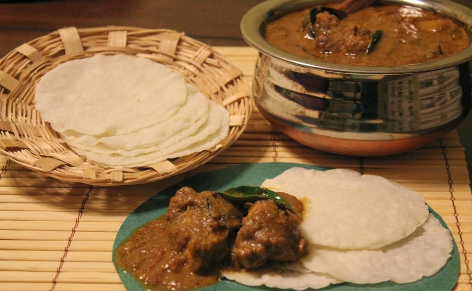Pathiri With Malabar Chicken Curry